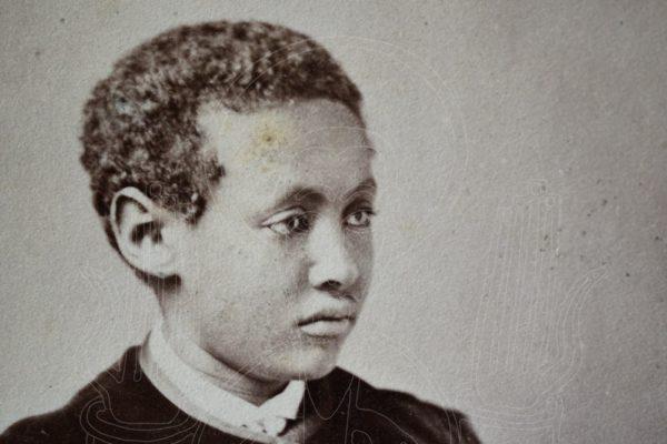 Photographer: A.G. Tod, Cheltenham. Buste d'Alämayyähu Tewodros (1860-1879), fils de Tewodros II, circa 1868-1879, détail.